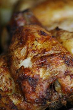 Roasted Chicken in the Crock Pot + Chicken Broth + 20 Uses for Leftover Chicken! Crockpot Recipes, Chicken Recipes, Cooking Recipes, Frango Chicken, Whole Food Recipes, Dinner Recipes, Good Food, Yummy Food, My Best Recipe
