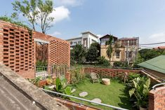 VH House / ODDO architects Vietnam, Luz Natural, High Building, Building A House, Hanoi, Atrium, Traditional House, Greenery, Home And Family