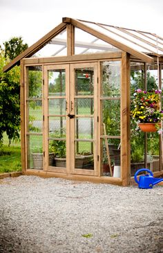 greenhouse from recycled glass