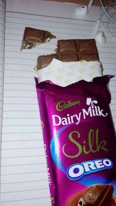 Dpz for girls Cadbury Dairy Milk, Dairy Milk Chocolate, I Love Chocolate, Chocolate Lovers, Tumblr P, Tumblr Food, Silk Oreo, Dairy Milk Silk, Snap Food