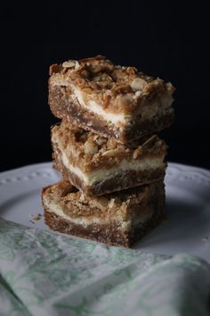 Coconut Dulce de Leche Bars with Cheesecake Filling - TheChocolateBox.se