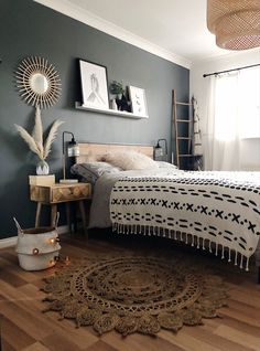 20 tips will help you improve the environment in your bedroom Good morning It couldnt be a better monday for me! Yes I do have to work a little today but Daniel has two. Dream Bedroom, Home Decor Bedroom, Bedroom Ideas, Master Bedroom, Room Inspiration, Interior Inspiration, Cool Beds, My New Room, House Rooms