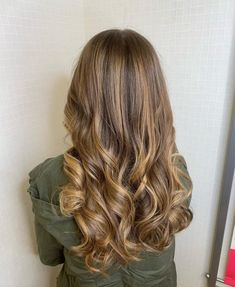 34 Sweetest Caramel Highlights on Light and Dark Brown Hair Icy Blonde, Brown Blonde Hair, White Blonde, Blonde Balayage, Dark Brown Hair With Caramel Highlights, Hair Painting, Latest Hairstyles, Face Shapes, Light In The Dark