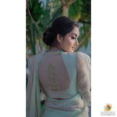 Pattu Saree Blouse Designs, Saree Jacket Designs, Stylish Dress Designs, Fancy Blouse Designs, Saree Draping Styles, Saree Styles, Blouse Styles, Saree Jackets, Sumo