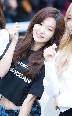 HD kpop pictures and gifs. Park Sooyoung, South Korean Girls, Korean Girl Groups, K Pop, Rapper, Kang Seulgi, Red Velvet Seulgi, Velvet Fashion, Korean Celebrities