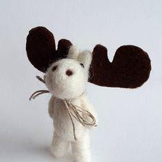 Needle felted animal White Moose Easter Gift Needlefelt Moose- Spring Coat Jewelry Felt Broaches (15.00 EUR) by VoDi