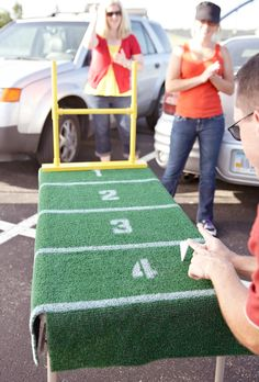11 DIYs for the Ultimate Tailgate Any Brit + Co football fan knows, even partying in a parking lot before the big football game deserves a little DIY love. Tailgate Games, Football Tailgate, Football Birthday, Football Field, Football Season, Tailgating Ideas, Football Humor, Football Shirts, Football Banquet