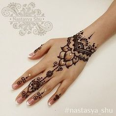 Cooles Bio woomen Hand Tattoo 2019 Cooles Bio woomen Hand Tattoo 2019 The post Cooles Bio woomen Hand Tattoo 2019 appeared first on Frisuren Tips - Tattoos And Body Art Henna Tattoo Hand, Henna Tattoo Designs, Henna Tatoos, Cute Henna Designs, Henna Tattoo Muster, Simple Henna Tattoo, Mehndi Art Designs, Beautiful Henna Designs, Mehndi Designs For Hands