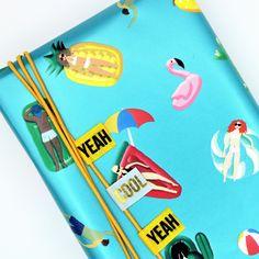 Washi tape met tekst is leuk om in gedeeltes te gebruiken op je cadeautje! Washi Tape, Cool Gifts, Om, Notebook, Cool Stuff, The Notebook, Exercise Book, Notebooks