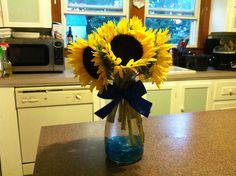 Sunflowers in a carafe as centerpieces Wine Carafe, Wedding Table Centerpieces, Rehearsal Dinners, Simple Weddings, Sunflowers, Bedroom Ideas, Sweet Home, Craft Ideas, Diy Crafts