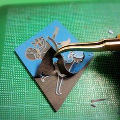 ゴム版はんこ制作者がやみつきになるのは、最後にぺろんと剥がす作業。 うまく剥がすには切り込みの深さが肝心。 これは何度も練習してマスターしましょう♪ Handmade Crafts, Diy And Crafts, Arts And Crafts, Stamp Making, How To Make Diy, Wire Crafts, Craft Work, Handicraft, Stationery