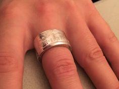 Zilveren ring gemaakt uit een Wilhelmina rijksdaalder uit 1937.