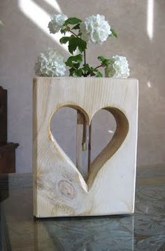 Wood Art Heart vase with test tube Diy Wood Projects, Wood Crafts, Diy And Crafts, Deco Surf, Mothers Day Presents, Wooden Hearts, Into The Woods, Woodworking Projects Plans, Wood Pallets