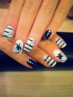 nails black &white