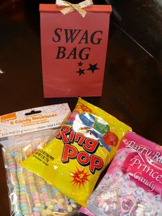 Swag bag - instead of goody bag for Hollywood party! 13th Birthday Parties, Teen Birthday, 16th Birthday, Birthday Ideas, Birthday Gifts, Birthday Bash, Red Carpet Party, Hollywood Party, Hollywood Star