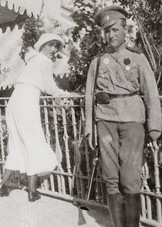 Grand Duchess Anastasia Nikolaevna and her brother Tsarevich Alexei Nikolaevich of Russia - historyofromanovs.tumblr.com