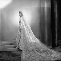 The Imperial Court : Queen Elizabeth II on her wedding day 1947 Royal Wedding Gowns, Royal Weddings, Vintage Weddings, Vintage Bridal, Vintage Glamour, Princess Elizabeth, Queen Elizabeth Wedding, Isabel Ii, Casa Real
