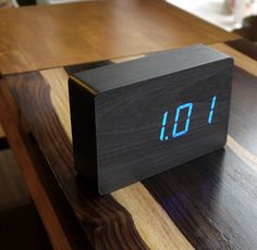 LED wood-effect alarm clock - Black Brick