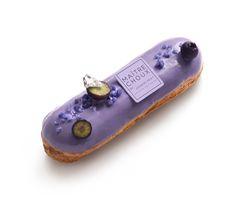 Bildergebnis für eclair au the matcha Small Desserts, Creative Desserts, Fancy Desserts, Delicious Desserts, Dessert Recipes, Eclairs, Profiteroles, Choux Pastry, Pastry Shop
