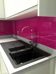 Pink shaped kitchen glass splashback with silver sparkle effect. Glass Splashbacks, Glass Kitchen, Color Splash, Clear Glass, Decorating Ideas, Sparkle, Silver, Pink, Home Decor