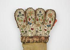 collections.shakespeare.org.uk media _source sbt-1992-2-gloves-17thc-sbt-rh-glove-palm-detail.jpg