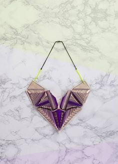 Be artist or designer, Maud Rondot doesn't make a choice. This young creator has create his own jewellery brand. She makes art necklace and each of them is Art Necklaces, Necklace Ideas, Origami Necklace, Geometric Fashion, Wooden Necklace, Young Designers, Jewelry Branding, String Bikinis, Handmade Jewelry