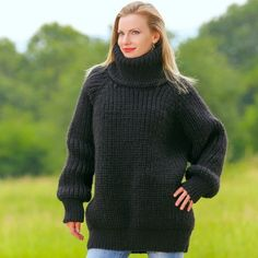 SUPERTANYA BLACK Hand Knitted Wool Sweater Handmade Boutique WolleThick Pullover #SuperTanya #TurtleneckMock
