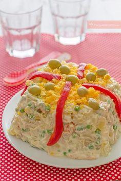 Ensaladilla rusa Ensalada Rusa Recipe, Bolivian Food, My Favorite Food, Favorite Recipes, Spanish Dishes, Good Food, Yummy Food, Cooking Recipes, Healthy Recipes