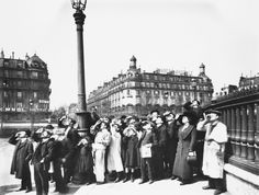 Eugène Atget: Eclipse, 1911 Berenice Abbott, Eugene Atget, Old Images, Old Pictures, Belle Epoque, Watch Solar Eclipse, Albert Kahn, Man Ray, Old Paris