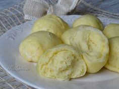 Kluski na parze - pampuchy Good Food, Yummy Food, Happy Foods, Polish Recipes, Russian Recipes, Food Design, Food Inspiration, Food To Make, Food And Drink