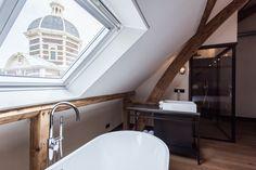 """With views of one of the  """"city gates"""" - looking foward to this new option in Leiden for friends and family.  Onze Superior Deluxe kamer is de definitie van 'even ontspannen in de stad'. De kamer van 30 m2 is voorzien van een kingsize bed van 2 bij 2,1 meter."""