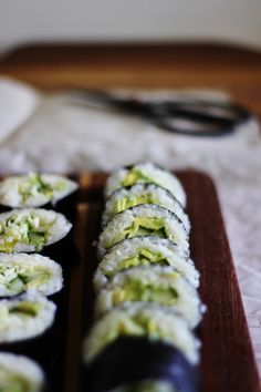 This Rawsome Vegan Life: GIMME SUSHI: THE GREEN ROLL