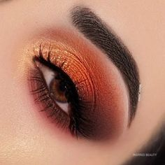 22 Beautiful Intense Fall Makeup Looks - Inspired Beauty Beautiful fall makeup looks, stunning and dramatic for different day and mood. Here are some ideas to get your fall makeup trends lovely Red Eyeshadow, How To Apply Eyeshadow, Eyeshadow Looks, Applying Eyeshadow, Makeup Trends, Makeup Inspo, Makeup Inspiration, Makeup Goals, Makeup Tips
