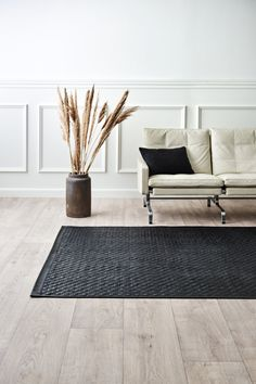 The Tuscany Rug is made in Italy from upcycled calf leather, using the leftover leather from the production of luxury goods made in Italy by a renowned Italian luxury brand. Nordic Home, Scandinavian Interior, Scandinavian Design, Italian Luxury Brands, Interior Styling, Interior Design, Nordic Design, Unique Rugs, Sustainable Living