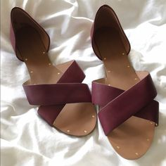 NWOT Madewell Thea crisscross sandal Size 9. Purchased the wrong size. I have the leather flats that are similar to this and they are really comfortable. The flats took a couple wears to get comfy but they fit well. I'm assuming these would be the same. Leather upper and lining, rubber sole. Madewell Shoes Sandals