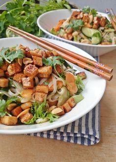 Ruokakonttuuri: Thaimaalainen tofu-nuudelisalaatti || Thai noodle salad with tofu