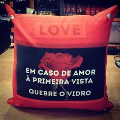 <3 Almofada Amor à Primeira Vista <3 Bora quebrar esse vidro hoje?  http://www.gorilaclube.com.br/almofada-amor-a-primeira-vista/