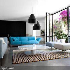 Kräftiges Azurblau und sanftes Puderblau konkurrieren hier um die Aufmerksamkeit. Durch ihr minimalistisches Design kann man auch mehrere Sofas in  …