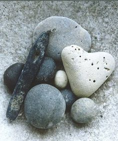 I collect heart-shaped rocks.this one is lovely. Heart Shaped Rocks, Heart In Nature, Heart Art, In Natura, Pebble Stone, Pebble Art, Love Rocks, I Love Heart, Sticks And Stones