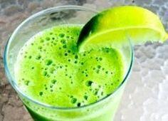 Pancita llena y vientre plano con esta receta de licuado verde de frutas y espinaca