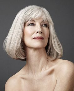 The Best Fashion Ideas For Women Over 60 - Fashion Trends Medium Hair Styles, Natural Hair Styles, Short Hair Styles, Silver Haired Beauties, Older Beauty, Silver Grey Hair, Gray Hair, Beautiful Old Woman, Ageless Beauty