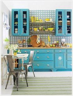 Яркая плитка на кухонный фартук: что выбрать и от чего отказаться