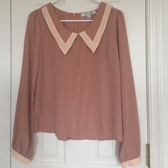 Forever21 Top An adorable top in nude color. Very lightweight and can be tucked with shorts or pants. Forever 21 Tops