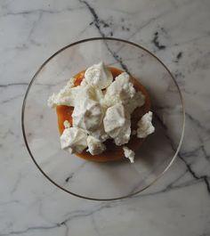 Il topicco: Crema di zucca al miele di castagnocon briciole di ricotta di capra e meringhe alla camomilla