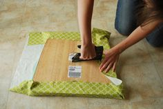 How to upholster a chair. Super easy instructions with step by step pictures.