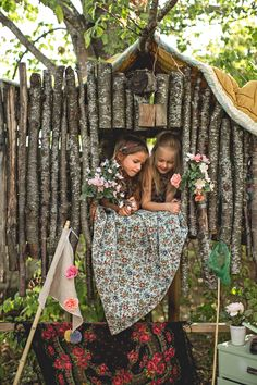 ..~ᗩ ᕈᒪᗩᑕᙓ Tᗝ ᑕᗩᒪᒪ ᖺᗝᙢᙓ~  love this play tree house, must do with driftwood from the beach!!