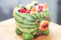 This is a fun way to serve fruit to give the kids a healthy treat that they'll also enjoy making - great for birthday parties. Watermelon Pig, Moana Theme, Moana Party, This Little Piggy, Tropical Fruits, Healthy Fruits, Cooking With Kids, Baby Food Recipes, Birthday Parties