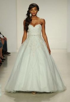 Simple disney fairy tale wedding dress Alfred Angelo sweetheart strapless a line
