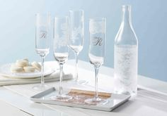 Raise a glass to Mom with customized champagne flutes. #marthastewartcrafts #mothersday. Love this glasses.