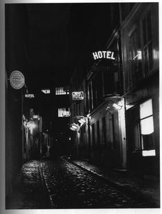 Fotó: Brassaï: Paris After Dark No.27, 1933.
